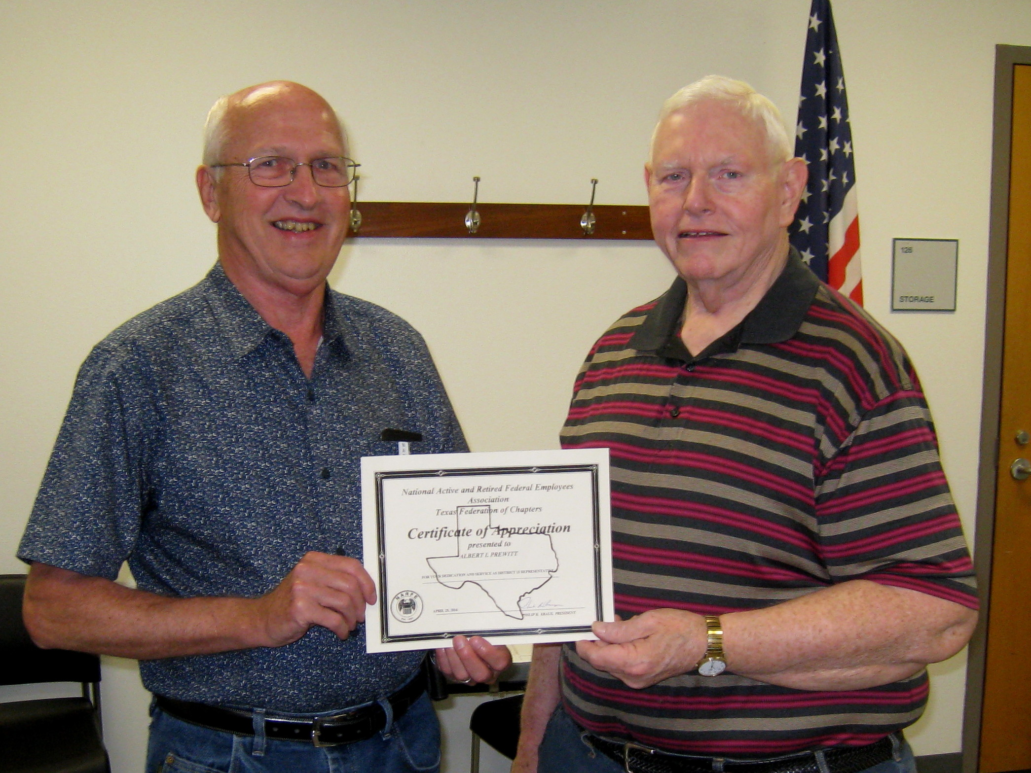 Jim Ploen presenting award to Al Prewitt