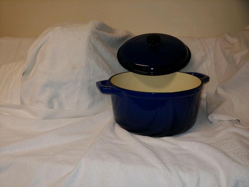 6.5 qt dutch oven enamel cast iron for Alz Raffle
